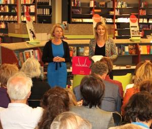Karen Romme en Marlous Mutsaers tijdens de presentaties van het boek Ondernemersseks